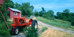 red-painted-tractor-5908e7673978e