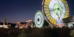 lighted-ferris-wheel-5908e73a828f2